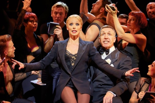 rueckkehr-des-sexy-klassikers-chicago-das-musical-kommt-nach-15-jahren-wieder-nach-berlin-spielzeit- - Kopie