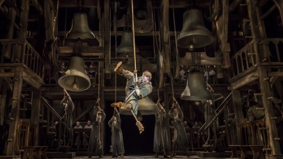 gvn_ber_prio-1_szenenmotiv_quasimodo-swing-david-jakobs-as-quasimodo-photo-johan-persson-©disney_2160x1216