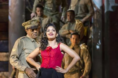 CARMEN LA CUBANA, , Music - George Bizet, Musical Direction - Manny Schvartzman , Director - Kurt Crowley, Designs - Tom Piper, Theatre Chatelet, Paris, 2016, Credit: Johan Persson